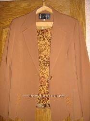 Продам женский костюм тройку, бу, рр указан 40, в очень хорошем состоянии, на