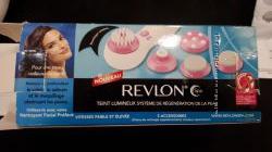 Revlon Массажная щётка для чистки лица.