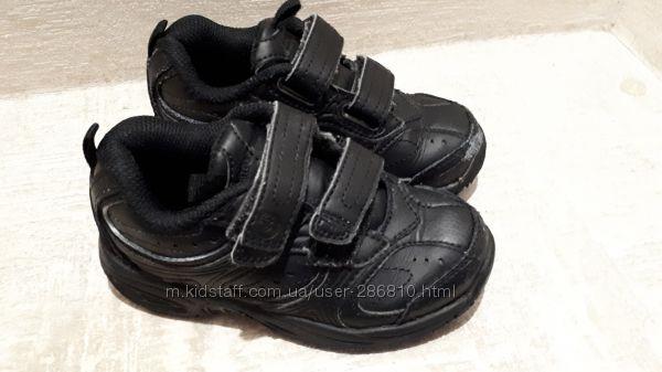 Отличные кожаные кроссовки. Состояние хорошее. Стелька 16 см
