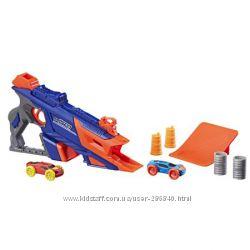 Бластер стреляет машинками Nerf Nitro LongShot Smash