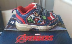Фирменные крутые кроссовки Marvel Character Avengers Мстители Light Up.