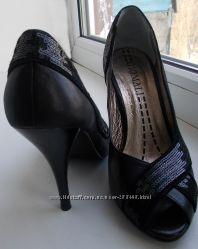Шикарные кожаные итальянские туфли, декор пайетки, 34-34. 5-35р. -обуты 1 р