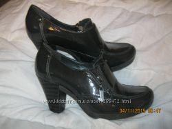 Ботинки-ботильоны 38 размера Clarks
