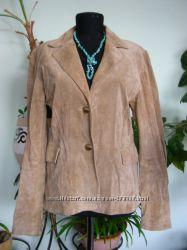 Замшева куртка- піджак, 100  шкіра, в гарному стані  як Нова