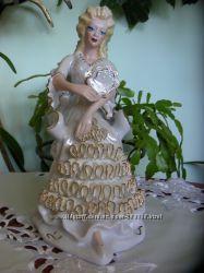 Фарфоровая Дама с зеркалом в кресле-клеймо