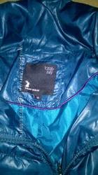 очень классная куртка от TALLY WEIJL яркого и красивого цвета р. 38