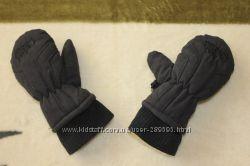Наши фирменные рукавички на маленькую ручку