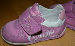 Фірмові кросівки